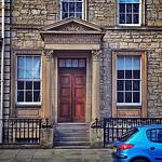 Rozdiel interiérovými a exteriérovými dverami